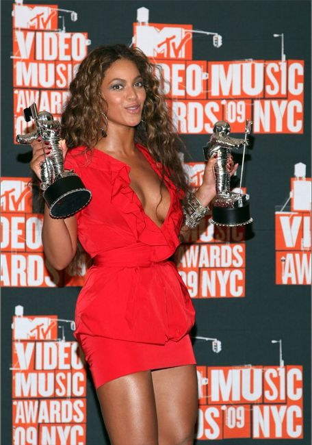 Beyonce| Award Show Fashion - 2009 VMAs - Pressroom