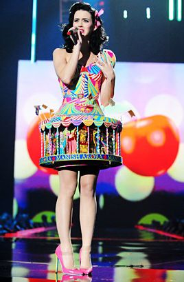 Katy Perry Crazy Outfits - Clearly Katy is in it for the amusement ride at the 2008 EMAs