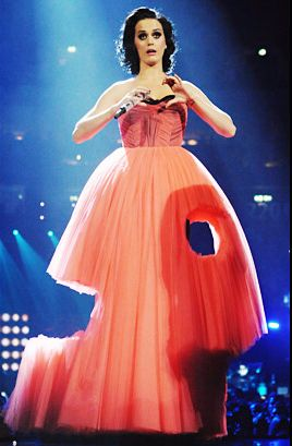 Katy Perry Crazy Outfits - Katy Perry seems to have some serious worms in her dress at the 2009 Berlin EMAs