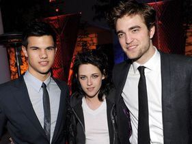 Twilight love triangle to premiere exclusive trailer at Awards
