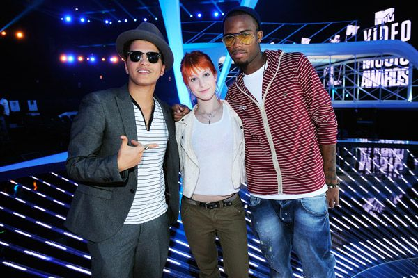 VMA 2010 Behind the Scenes - Bruno Mars, Hayley Williams and Bob