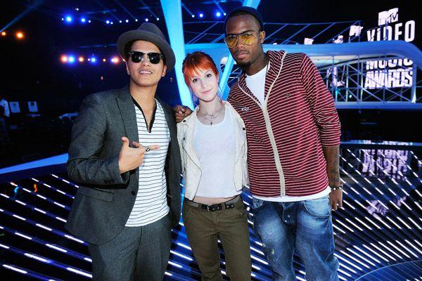 VMA 2010 Behind the Scenes - Bruno Mars, Hayley Williams and Bob