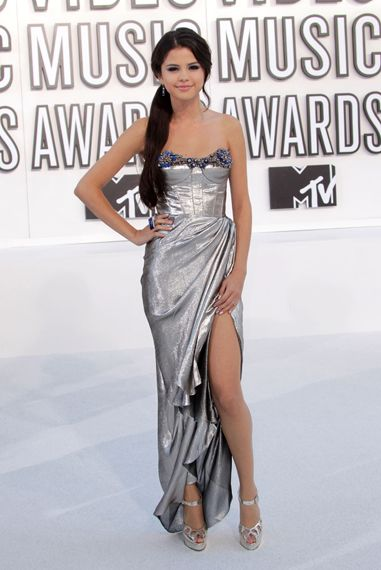 Full Fashion Recap of the 2010 VMA's - Selena Gomez in this fitted mermaid like long dress yet showing a little leg