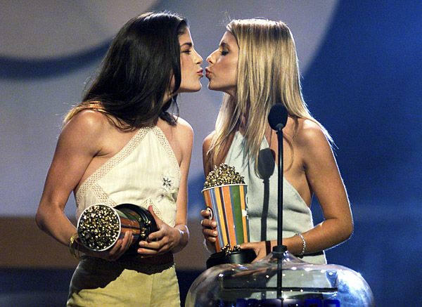 2013 MTV Movie Awards | Best Lip Locking Celebs - Sarah Michelle Gellar may have been