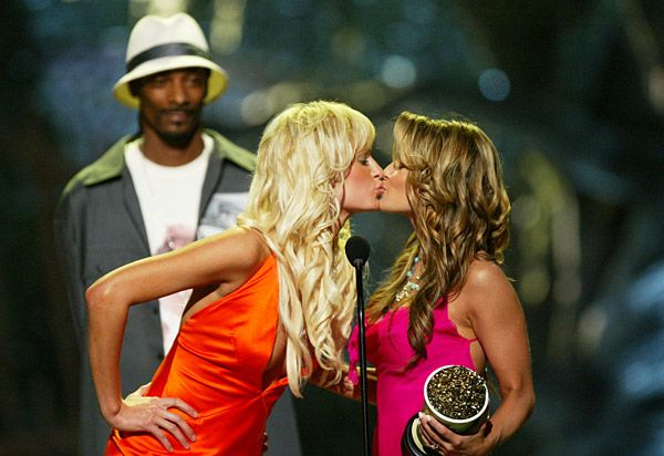 2013 MTV Movie Awards | Best Lip Locking Celebs - Carmen Electra won Best Kiss in 2004 and since co-stars Owen Wilson and Amy Smart weren't present, she grabbed the first blonde available... Paris Hilton.