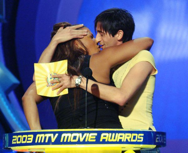 2013 MTV Movie Awards | Best Lip Locking Celebs - Adrien Brody and Queen Latifah have a little fun at the 2003 MTV Movie Awards with a quick smooch session.