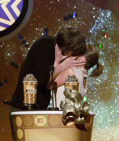 2013 MTV Movie Awards | Best Lip Locking Celebs - Ashton Kutcher and Christina Ricci shared a romantic embrace and shortly after came up for air to present the 2001 MTV Movie Award for Best Kiss.