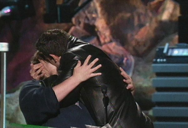2013 MTV Movie Awards | Best Lip Locking Celebs - Ben Affleck silencing