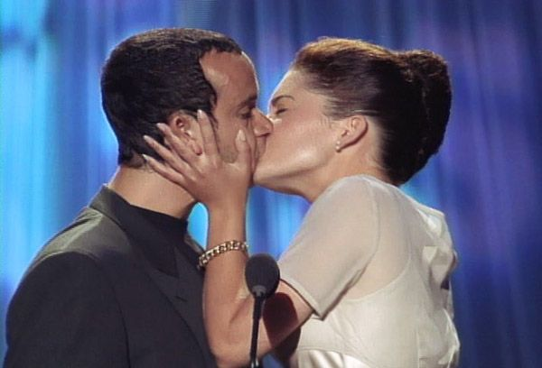 2013 MTV Movie Awards | Best Lip Locking Celebs - Pauly Shore and Lara Flynn Boyle pucker up at the 1994 MTV Movie Awards. Clearly it's hard not to fall for The Weasel.