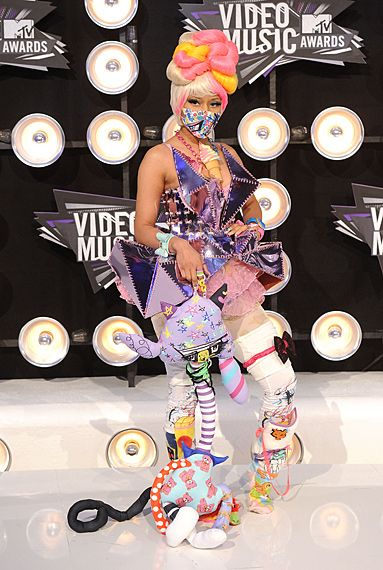 2011 VMAS | BLACK CARPET - The ever killer Nicki Minaj dressed as ??