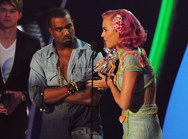 2011 VMAS | HIGHLIGHTS - Katy Perry and Kanye West win the award for Best Collaboration - E.T. from Perry's Teenage Dream LP.