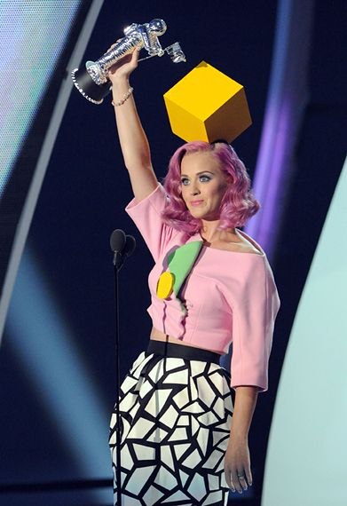 2011 VMAS | HIGHLIGHTS - Katy Perry wins Video Of The Year Award for Firework.