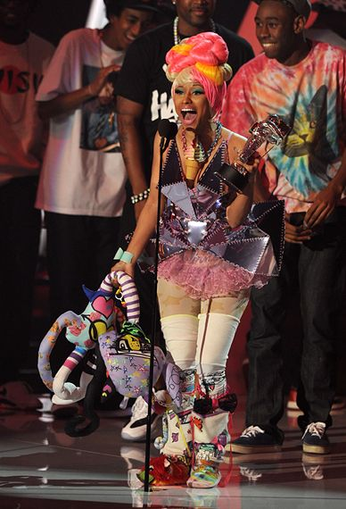 2011 VMAS | HIGHLIGHTS - Nicki Minag goes beserk with her win for best Hip Hop Song of the Year.