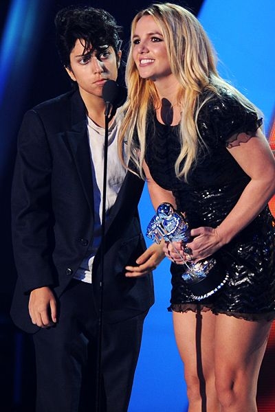 2011 VMAs | Love Is In The Air - Jo Calderone contines to give Britney Spears the