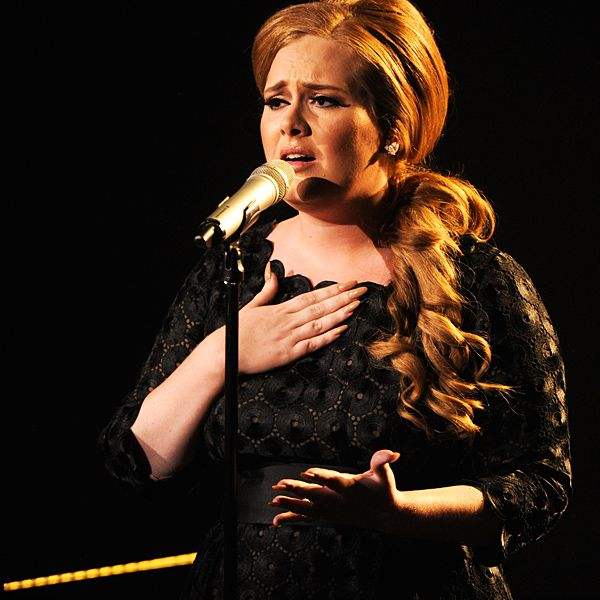 2011 VMAs | Love Is In The Air - Adele's heart is broken as she pours her soul into Someone Like You.