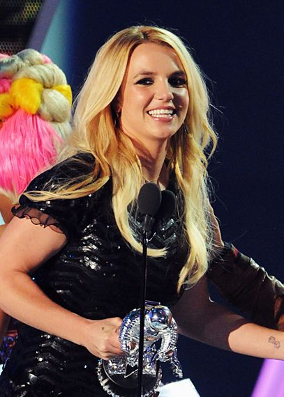 2011 VMAS | WINNERS - Britney Spears wins the first official moonman for Best Pop Video - Till The World Ends