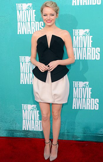 2012 MTV Movie Awards | Best Dressed - Emma Stone - classy lady of the night graced us in a gorgeous Martin Grant cocktail frock. The dress featured a structured black peplum bodice which sat crisply on top of a voluminous putty-hued balloon skirt and matching pumps with itsy bitsy ankle straps. Emma finished off her look with an effortless updo, minimal eye makeup and a punchy hot pink lip.