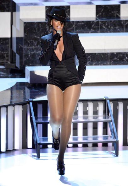2012 VMA | Rihanna VMA Fashion Over the Years - Rihanna performing at her second VMA's singing Umbrella at the 2007 VMAs