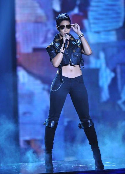 2012 VMA | Rihanna VMA Fashion Over the Years - Rihanna onstage at the 2008 VMAs