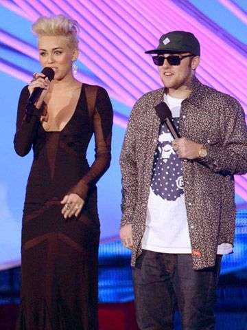 2012 VMA | Highlights - Miley Cyrus, new hair and Mac Miller introduce the legendary P!nk for her performance