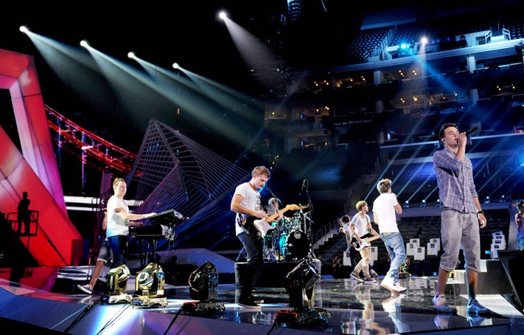 2012 VMA | One Direction | Behind The Scenes - One Direction performing rehearsals at the 2012 VMAs