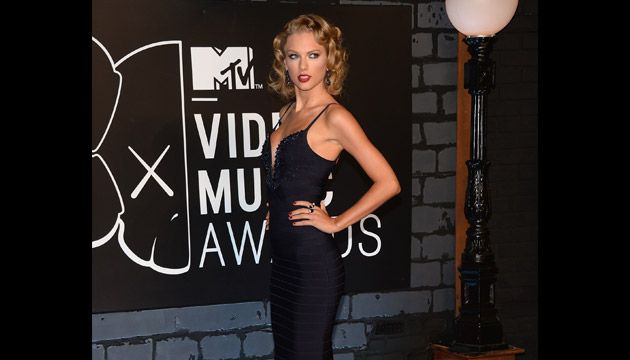 2013 MTV VMAs | Red Carpet - Taylor Swift