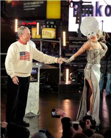 Lady Gaga And Mayor Michael Bloomberg Kiss on New Year's Eve 2012 In Times Square New York - Lady Gaga And Mayor Michael Bloomberg Kiss on New Year's Eve 2012 In Times Square New York