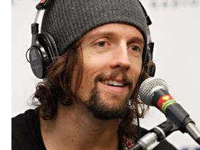 "[NEW] Jason Mraz ""Freedom Song"" with Classy Lyric Video - Feel The Love"