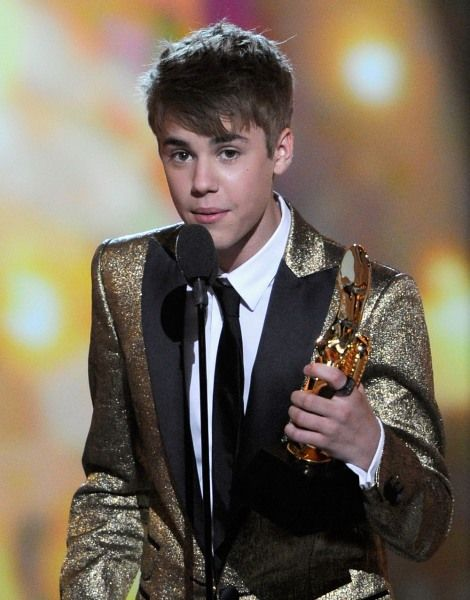 2011 EMA | Top Nominees - Justin Bieber wins big at the 2011 Billboard Music Awards