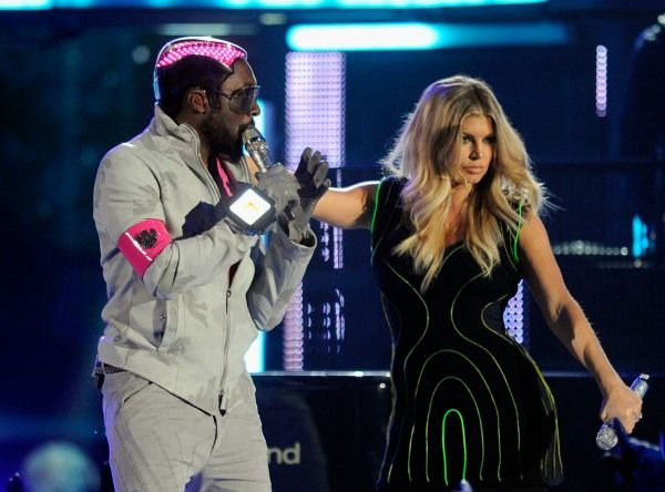 Billboard Music Awards | Britney Meets Rihanna's S & M - Will-i.am, Fergie and the BEP performing at the Billboard Music Awards