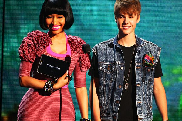 2011 BET Awards | Gallery - Nicki Minaj and Justin Bieber present the awards for Best Male Hip Hop Artist