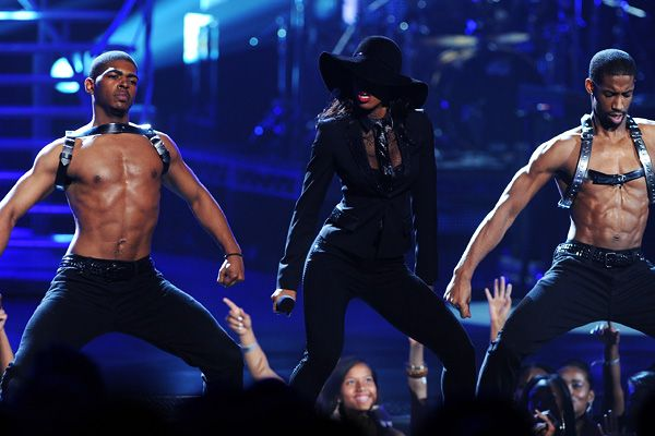 2011 BET Awards | Gallery - Kelly Rowland performs at the BET Awards