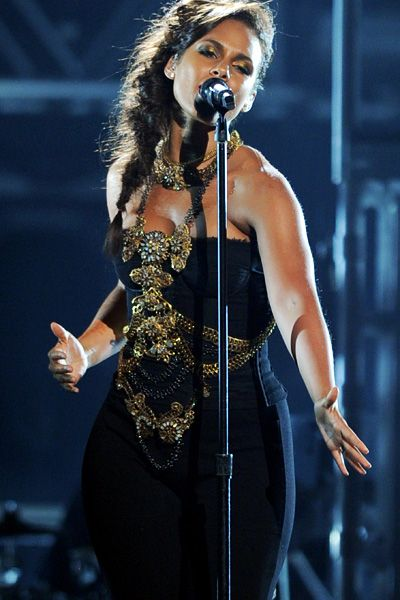 2011 BET Awards | Gallery - Alicia Keys belts it out