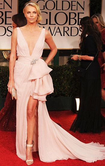 Golden Globe 2012 | Red Carpet Highlights - Cherize Thron