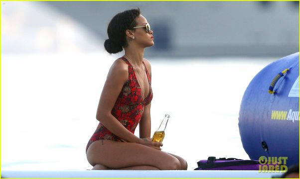 Rihanna Splashy French Yacht Shots - It just doesn't get cooler than this