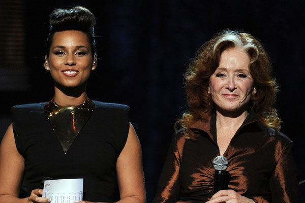 2012 Grammy Award Highlights - Alicia Keys and Bonnie Rait introduce the Grammy for Best Pop Solo Performance