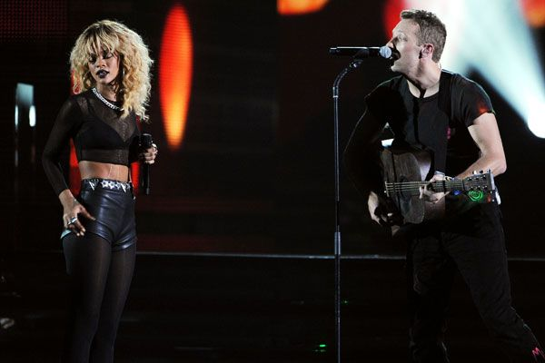 2012 Grammy Award Highlights - Rihanna with Chris Martin and Coldplay sing out China Princess at 2012 Gramm Awards.