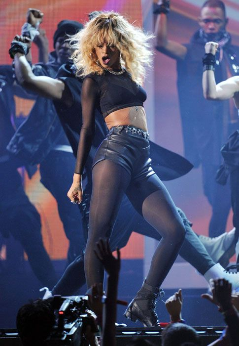 2012 Grammy Awards Performances - Rihanna hot and sexy at the 2012 Grammy Awards.