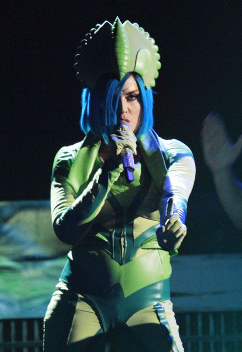 2012 Grammy Awards Performances - Katy Perry singing a new single 
