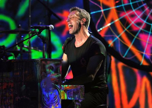 2012 Grammy Awards Performances - Chris Martin performing with Rihanna