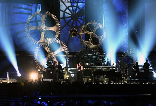 2012 Grammy Awards Performances - Kelly Clarkson and Jason Aldean perform at the 2012 Grammy Awards.
