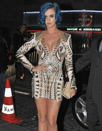 Guess Whose Boobs? - Katy Perry stops to take a pose with her serious pink hair