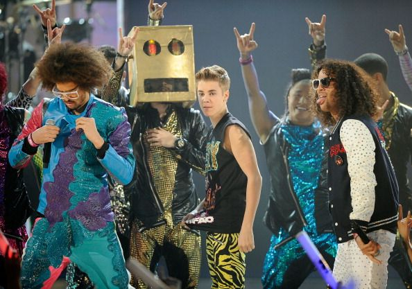 Justin Bieber & Selena Gomez at the American Music Awards - LMFAO with Justin Bieber
