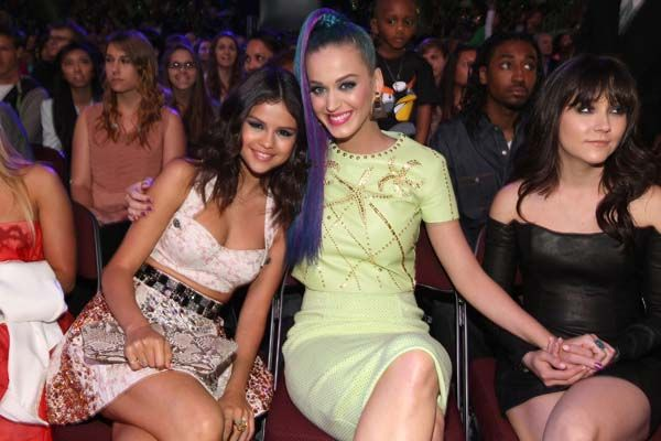 Kid's Choice Awards 2012 - Celebrity Moments - Katy Perry and Selena Gomez in the audience - Katy's like 3rd outfit change