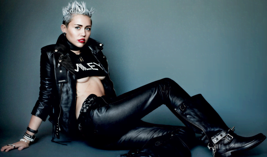 Miley Cyrus Brings Sexy In V Magazine - Miley Cyrus' sexiest pic yet
