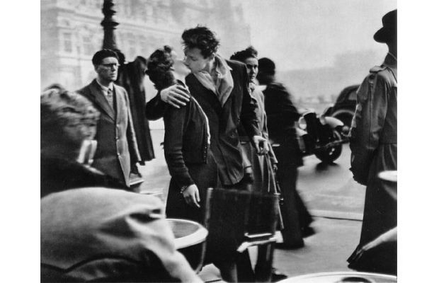 Most Famous Kisses Of All Time - Le baiser de l'hôtel de ville (The Kiss) by Robert Doisneau, 1950