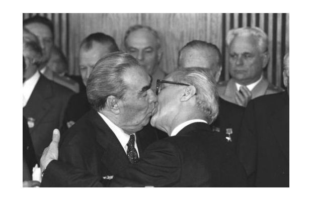Most Famous Kisses Of All Time - The Fraternal Kiss by Régis Bossu, 1979
