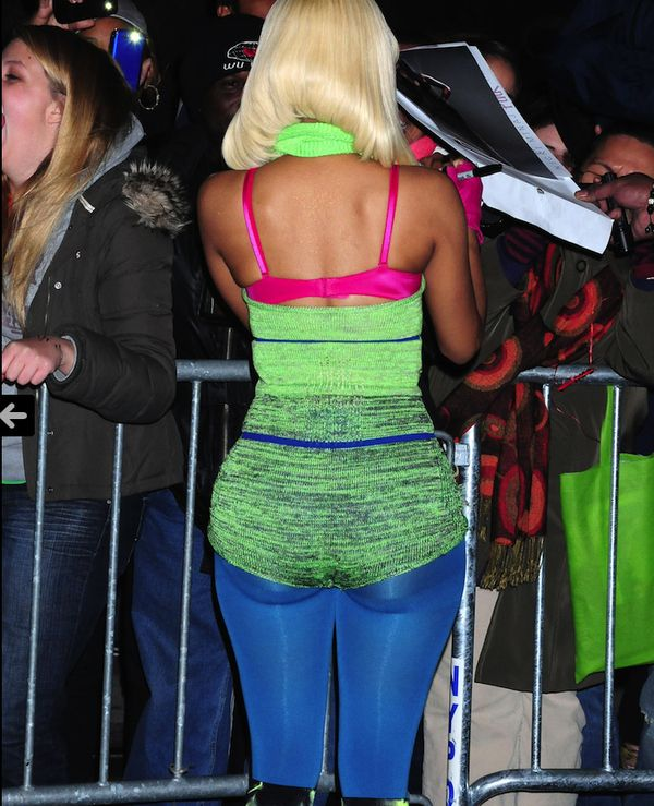 Nicki Minaj Booty Pictures - Nicki Minaj signing autographs for fans - and oh what an autograph she has