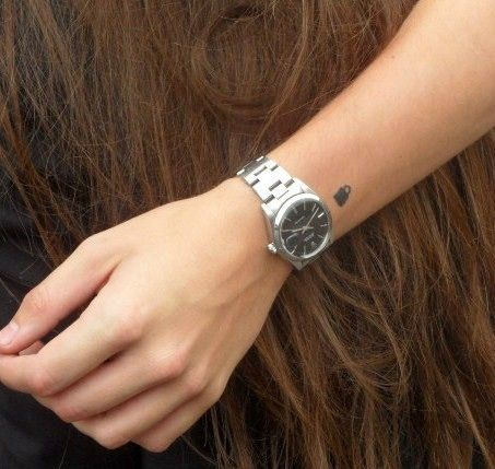 One Direction | Boy Cru Tattoos - Harry Styles has a tiny padlock on his hand apparently done by his pal Ed Sheeran!