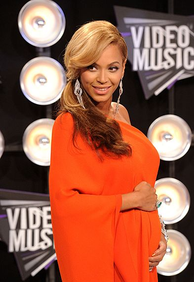 Pregnant Celebrities of 2010/2011 - Beyonce was already letting the secret out on the Red Carpet at the 2011 VMAs however the news didn't ket mainstream until she performed on stage and later rubbed her belly.